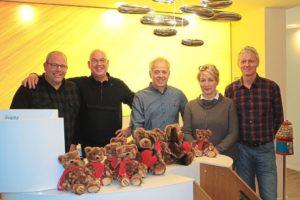 v.l. Holger Huesger (Aktion Teddybär) und die Zahnärzte Dr. Peter Reber (Ahaus), Dr. Michael Senske (Nienborg), Annett Fenner-Maat und Dr. Michael Schmiemann (beide Gronau).